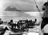 Expédition d'Alfred Wegner (1880-1930), géophysicien et météorologue allemand au Groenland. Déchargement des paquets. 1930. © Ullstein Bild/Roger-Viollet