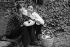 Jane Birkin (née en 1946), actrice et chanteuse anglaise, et Serge Gainsbourg (1928-1991), chanteur et compositeur français, 1971. Photographie de Georges Kelaïditès (1932-2015). © Georges Kelaïditès / Roger-Viollet