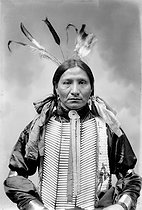 Sioux who came to Paris in 1905 with the Buffalo Bill circus. © Roger-Viollet