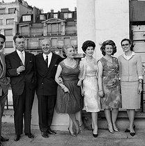 Reception for the presentation of the Legion of Honour to Janine Micheau, French opera singer : Louis Rialland, Janine Micheau, Mady Mesplé, Andrea Guiot and Catherine Brilli. Paris, June 1964. © Claude Poirier / Roger-Viollet