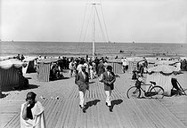 The beach. Deauville (Calvados), around 1925. © CAP / Roger-Viollet