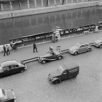 View from the apartment of Claude Brasseur (born in 1936), French actor. Paris, on September 16, 1959. © Alain Adler / Roger-Viollet