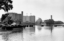 Nuclear power station. Avoine (surroundings of Chinon, Indre-et-Loire), 1982.    © Roger-Viollet