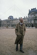 Ieoh Ming Pei (1917-2019), Chinese-born American architect, during the construction of the Louvre Pyramid. Paris, 1985. © Jean-Pierre Couderc / Roger-Viollet