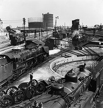 Gasometers and locomotive depot of the SNCF (French National Railway Corporation). Paris, Porte de la Chapelle, 1956. Photograph by Janine Niepce (1921-2007). © Janine Niepce / Roger-Viollet