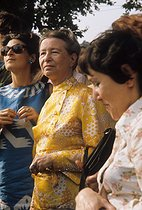 Simone de Beauvoir (1909-1986), French woman of letters, at the Women's Fair organized in Vincennes by the Women's Movement, with Sylvie Le Bon, philosophy teacher. 1973. Photograph by Janine Niepce (1921-2007). Paris, Bibliothèque Marguerite Durand.  © Janine Niepce/Roger-Viollet