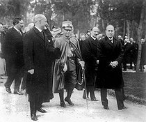 The governor of Rome, King Victor Emmanuel III of Italy and Benito Mussolini going to the inauguration of the monument to King Umberto I of Italy, circa 1925. © Albert Harlingue / Roger-Viollet