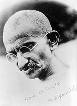 Signed portrait of Gandhi (1869-1948), Indan philosopher and politician. © Roger-Viollet