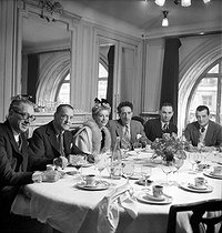 "Maurice Lehmann, William Somerset Maugham, Jacqueline Pagnol, Jean Cocteau and Marcel Pagnol. Lunch of the ""Opéra"" newspaper. Paris, April 1946. © Studio Lipnitzki / Roger-Viollet"
