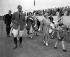 Le duc Philip d'Edimbourg, la reine Elisabeth Bowes-Lyon et le prince Charles, assistant au tournoi royal de polo dans le parc du château de Windsor (Angleterre), 14 juin 1955. © TopFoto/Roger-Viollet