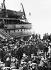 """Guerre 1939-1945. Soldats anglais venant combattre en France lors de la """"drôle de guerre"""". Septembre 1939-mai 1940. © Albert Harlingue / Roger-Viollet"""