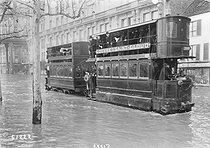 1910 Great Flood of Paris. Tram on the quays. © Maurice-Louis Branger/Roger-Viollet