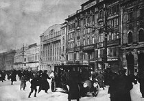 Russian Revolution. Petrograd, Nevski perspective. A gun shot was fired from a window. March 1917. © Roger-Viollet
