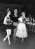 Rudolf Noureiev, Rosella Hightower et Margot Fonteyn lors du gala de danse de l'Académie Royale. Londres (Angleterre), novembre 1961. © TopFoto / Roger-Viollet