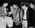 Ernesto Guevara (1938-1967), révolutionnaire cubain d'origine argentine, visitant une fabrique de textiles Griguanabo Baula. Ariguanabo (Cuba), 1959.  © Gilberto Ante / BFC / Gilberto Ante / Roger-Viollet