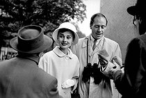 Audrey Hepburn (1929-1993), British actress, with her husband Mel Ferrer (1917-2008), American actor and director, 1956.    © Roger-Viollet