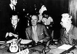 Réunion des Nations Unies à propos de la Palestine, pour régler le conflit entre juifs et palestiniens, lors du bilan avant le Conseil de Sécurité des Nations Unies à Lake Success (Etats-Unis). Au centre, le comte Folke Bernadotte, le représentant spécial des Nations Unies, à gauche : Trygve Lie (Secrétaire général des Nations Unies), à droite : Dimitri Manuilsky (président du Conseil). Le 21 juillet 1948. © Ullstein Bild / Roger-Viollet