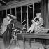 """""""Sois belle et tais-toi"""", film de Marc Allégret. Darry Cowl et Anne Colette. France, 26 décembre 1957. © Alain Adler / Roger-Viollet"""