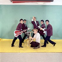 """""""Les Chaussettes noires"""", French rock 'n' roll band (1960-1963), founded by Eddy Mitchell (standing up in the back). © Roger-Viollet"""