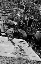 World War II. Front of Normandy, July 1944. German soldier of the Luftwaffe cleaning his Bergmann submachine gun. © LAPI/Roger-Viollet