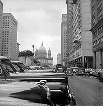 The President Vargas avenue (in the background, the cathedral). Rio de Janeiro (Brazil), 1957. © Roger-Viollet