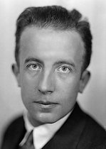 Paul Eluard (1895-1952), French poet, about 1930. © Henri Martinie / Roger-Viollet