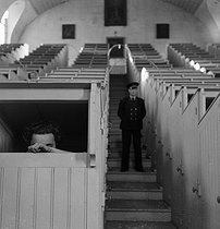 Prison of Fresnes (Val-de-Marne). The chapel where prisoners attend to the mass. 1947. © Gaston Paris / Roger-Viollet