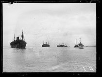 "World War I. Arrival of the first US military contingents in France. Transports escorted by destroyers. Saint-Nazaire (France), late June 1917. Photograph published in the newspaper ""Excelsior"" of Sunday, July 1st, 1917. © Excelsior – L'Equipe/Roger-Viollet"