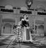 """""""Le Prince travesti"""" de Marivaux. Robert Hirsch et Denise Noël. Paris, Comédie-Française, février 1949. © Studio Lipnitzki/Roger-Viollet"""