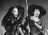"Elisabeth Schwarzkopf (1915-2006), avec Christa Ludwig lors de la représentation de ""Cosi-fan-tutte"" à Salzbourg en août 1962. Photo : Heinz Köster. © Ullstein Bild / Roger-Viollet"