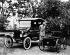 Henry Ford (1863-1947), industriel américain, posant auprès de la première voiture sortie de son atelier, la Ford T. Etats-Unis. © TopFoto / Roger-Viollet