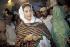 Benazir Bhutto (1953-2007), femme politique pakistanaise, dans un bureau de vote. Nanderosindh (Pakistan), 24 octobre 1990.  © Steven Rubin/The Image Works/Roger-Viollet