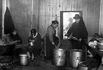 Economic crisis in France, after 1929. Soup kitchen for unemployed people. Ivry-sur-Seine (Val-de-Marne), 1934. © Roger-Viollet