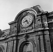 One of the clocks of the former Gare d'Orsay train station. Paris, May 1977. © Roger-Viollet