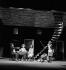 """""""Les Bâtisseurs d'empire"""" de Boris Vian (mise en scène de Jean Negroni). H. Virlojeux, D. Saval, M. Cheminat, A. Navarre, I. Alvarez. Paris, Théâtre Récamier, décembre 1959. © Studio Lipnitzki/Roger-Viollet"""