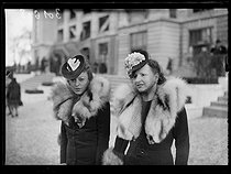 "Elegant women attending the Prix Richard et Robert Hennessy and Prix Beugnot at the Auteuil racecourse. Paris (XVIth arrondissement), on March 5, 1939. Photograph from the collections of the newspaper ""Excelsior"". © Excelsior – L'Equipe/Roger-Viollet"