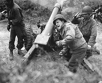 World War II. American howitzers shell german forces retreating near Carentan, France. July 11, 1944. © US National Archives / Roger-Viollet