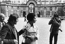 Jean-Pierre Couderc (born in 1946), French photographer, taking a picture of Marie-France Garaud (born in 1934), French politician, in the courtyard of the Elysee Palace. Paris © Jean-Régis Roustan / Roger-Viollet
