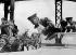 Anschluss. Adolf Hitler (1889-1945), homme d'Etat allemand, accueilli par la population à Braunau (Autriche), 12 mars 1938.  © Ullstein Bild / Roger-Viollet
