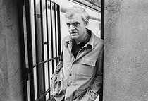 Milan Kundera (born in 1929), Czech writer (deprived of his nationality in 1979) living in France, on April 11, 1979. © Jean-Pierre Couderc / Roger-Viollet