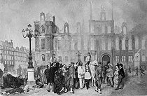 French Commune. Procession of insurgent prisoners in front of the Town hall on fire. Paris, 1871. © Albert Harlingue/Roger-Viollet