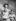 La princesse Elisabeth d'Angleterre (née en 1926) et deux de ses enfants, le prince Charles (né en 1948) et la princesse Anne (née en 1950), posant à l'occasion du premier anniversaire de la princesse Anne, portant un collier de corail. Royaume-Uni, 1951. © PA Archive / Roger-Viollet