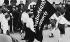 Anschluss. Défilé des jeunesses hitlériennes autrichiennes après l'entrée des troupes allemandes de la Wehrmacht en Autriche. Salzbourg, 15 mars 1938. © Ullstein Bild / Roger-Viollet