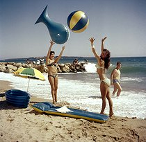 Women's fashion. Swimsuits, around 1950. © Ray Halin/Roger-Viollet