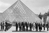 Sommet du G7. Jacques Delors, Ciriaco de Mita, Helmut Kohl, George Bush, François Mitterrand, Margaret Thatcher, Brian Mulroney et Sosuke Uno. Paris, pyramide de Louvre, 14 juillet 1989. © Ullstein Bild / Roger-Viollet