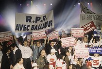 Sympathizers of the presidential candidate Edouard Balladur, during a meeting. Le Bourget (Seine-Saint-Denis), on March 25, 1995. © Jean-Paul Guilloteau / Roger-Viollet