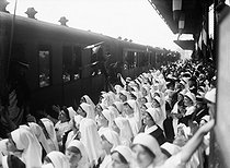World War I. Train convoy of severely wounded soldiers arriving from Germany. Lyon (France), 1915. © Maurice-Louis Branger/Roger-Viollet