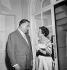 Edith Piaf (1915-1963), chanteuse française, et Bruno Coquatrix (1910-1979), auteur-compositeur et directeur de music-hall français. Paris, 24 septembre 1957. © Roger Berson / Roger-Viollet