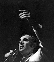Charles Aznavour (1924-2018), Armenian-born French singer-songwriter and actor, during a recital, on February 16, 1971. © Patrick Ullmann / Roger-Viollet