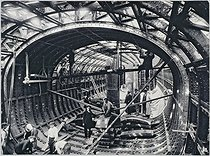 Construction of the subway at the Porte de Clignancourt, going through the river Seine at the Châtelet: interior of the caisson, on September 18, 1905. Paris, musée Carnavalet.   © Musée Carnavalet / Roger-Viollet